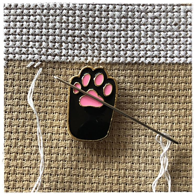 Magnetic Needle Minder Bear's Hi Five