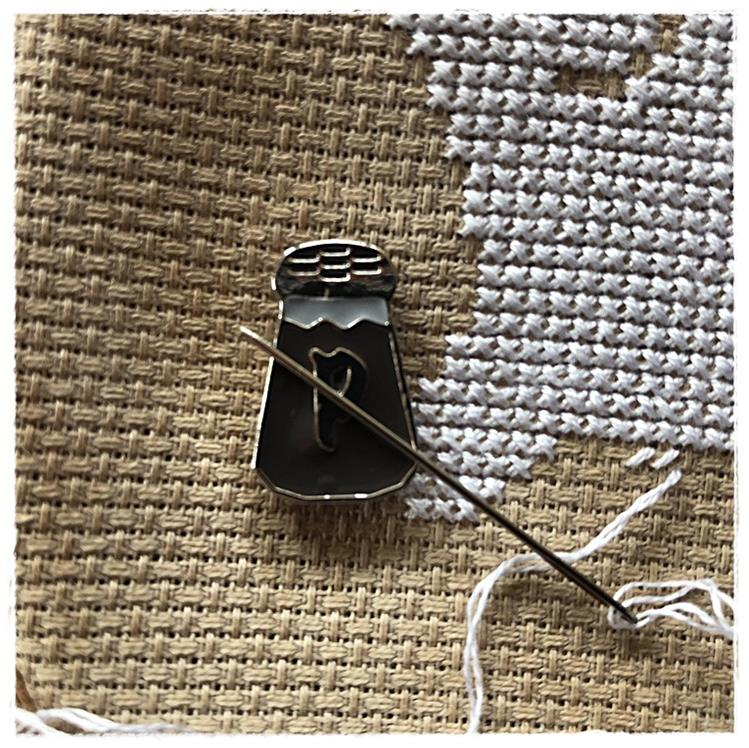 Magnetic Needle Minder Pepper
