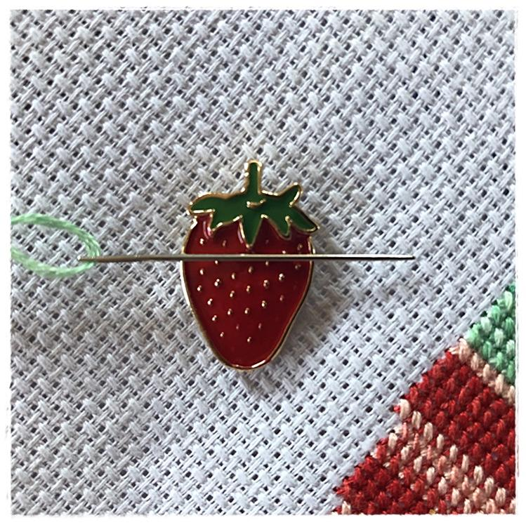 Magnetic Needle Minder Strawberry